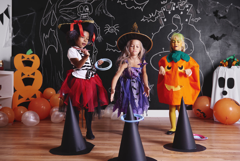 halloween spiel hexen rodeo kindergeburtstag. Black Bedroom Furniture Sets. Home Design Ideas